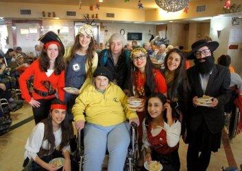 ביקור חגיגי של ילדי גן ותלמידות חטיבת ישורון (19)