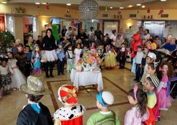ביקור חגיגי של ילדי גן ותלמידות חטיבת ישורון (23)