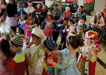 ביקור חגיגי של ילדי גן ותלמידות חטיבת ישורון (4)