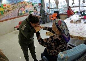 ביקור חיילי מגב בנאות השרון (11)
