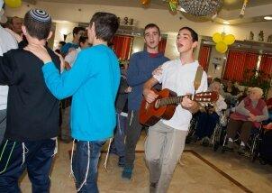 מסיבת חנוכה 2014 (5)